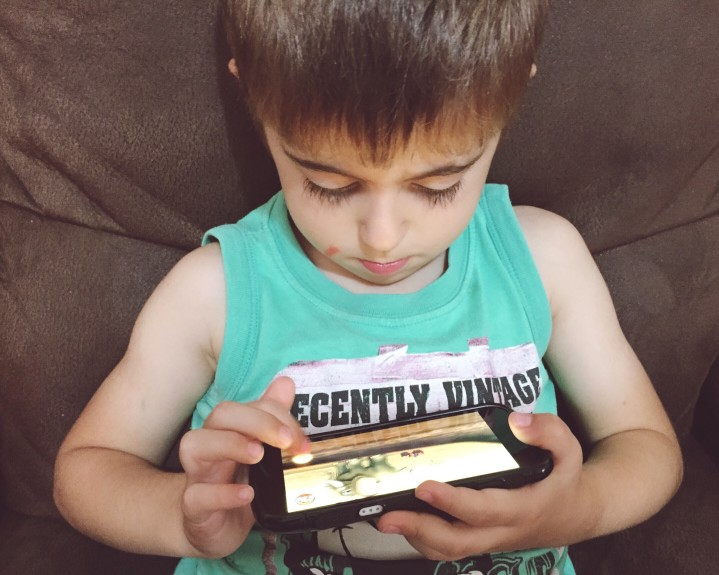 affect-of-screen-time-on-kids