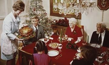 Family-Christmas-dinner-008