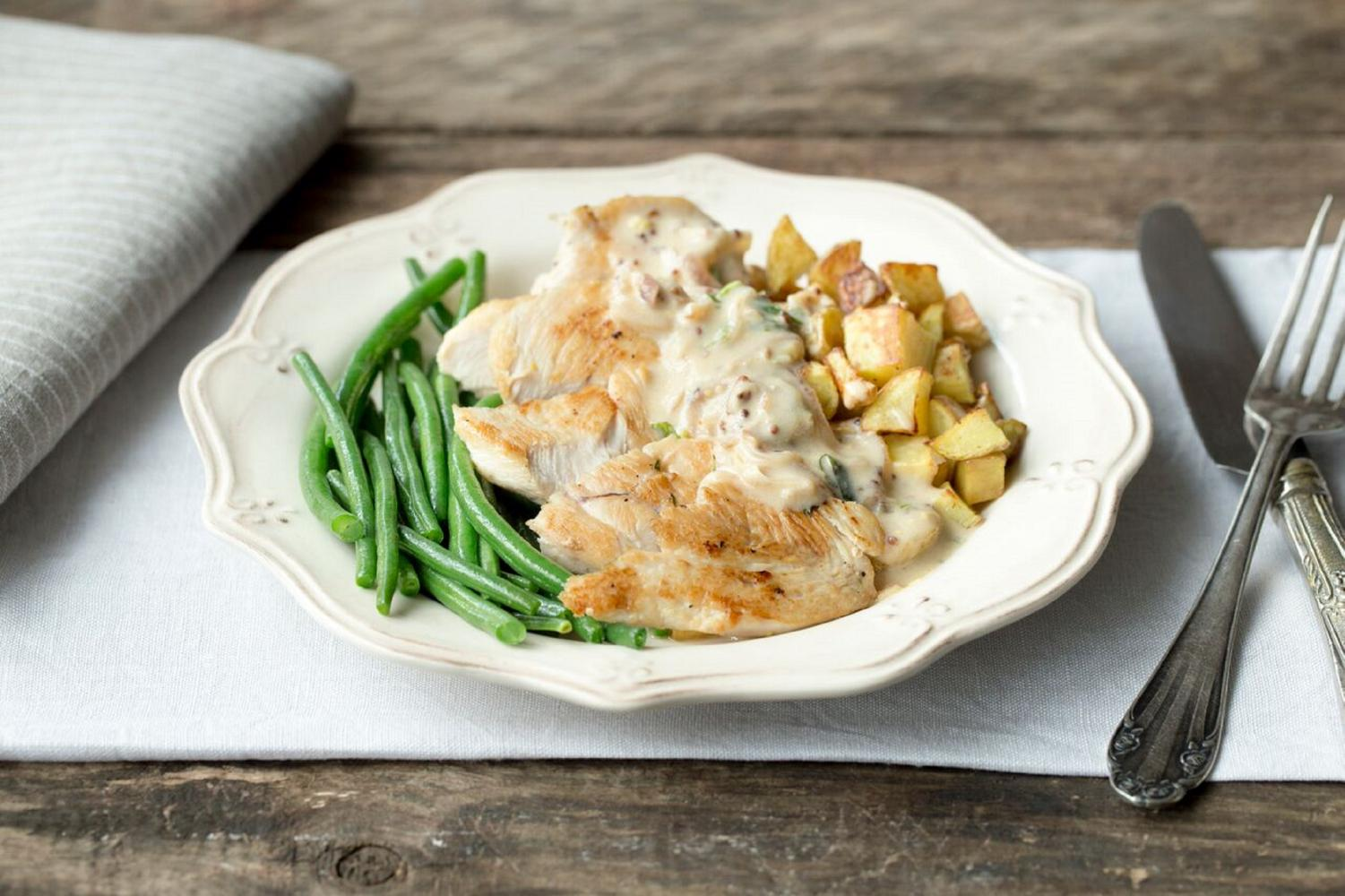 HelloFresh PAN-SEARED CHICKEN WITH ROASTED POTATOES, GREEN BEANS, AND CREAMY DILL SAUCE